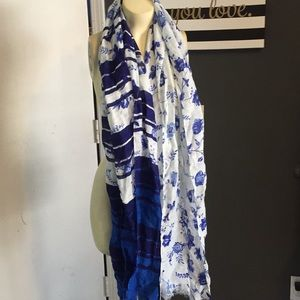 Long light Gap floral scarf